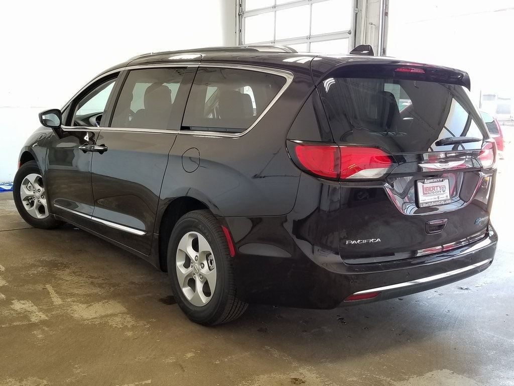 2018 chrysler pacifica hybrid touring l in libertyville il chicago chrysler pacifica. Black Bedroom Furniture Sets. Home Design Ideas
